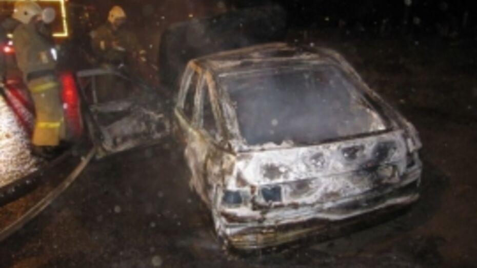 В Воронеже ночью сгорел «ВАЗ»