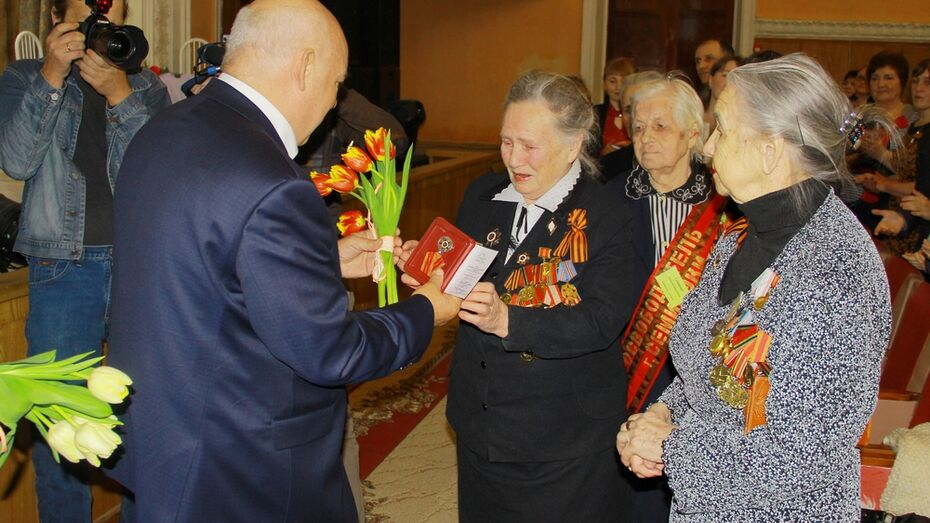 В Семилуках ветераны получили первые юбилейные медали к 70-летию победы