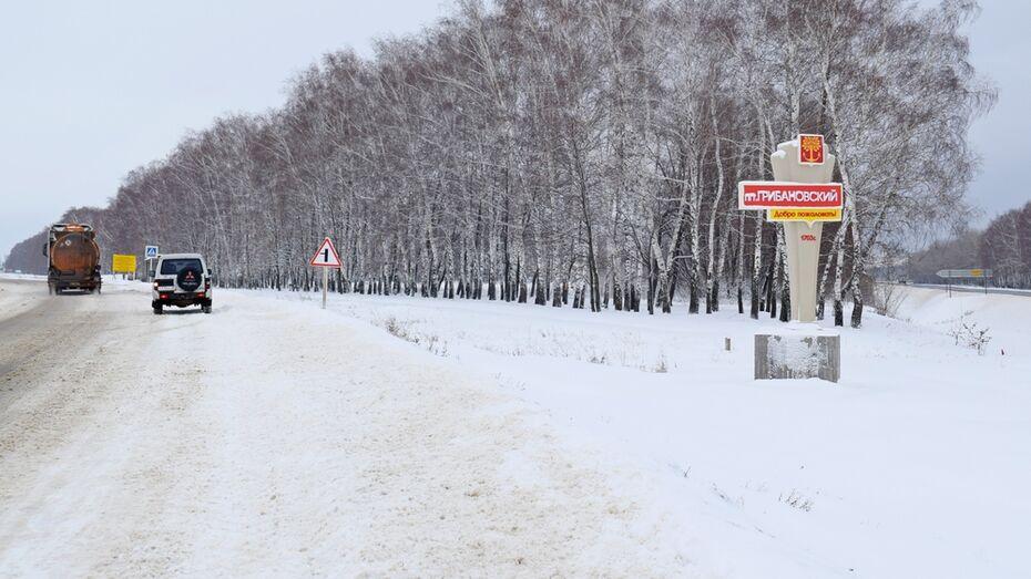 В поселке Грибановский установили 3 новые стелы с названием населенного пункта