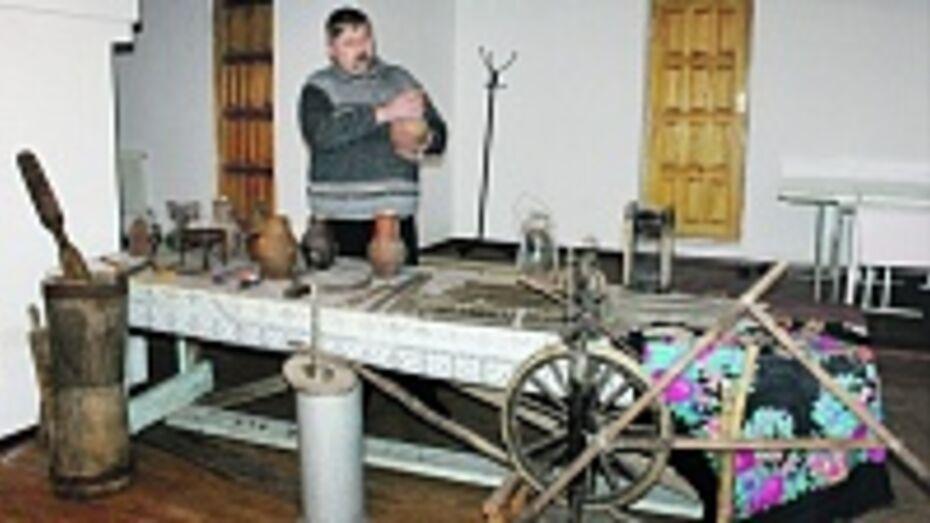 В церкви поселка Панино прошла выставка старинных вещей