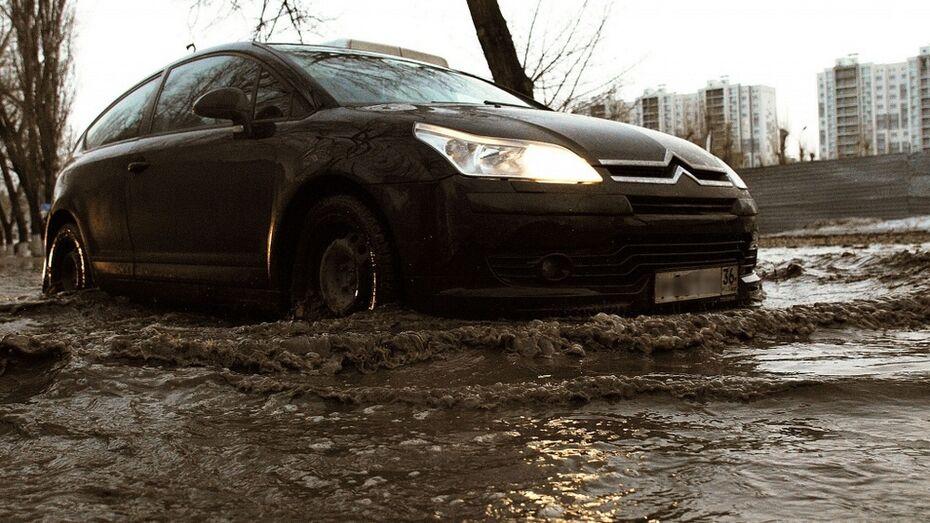 Власти Воронежа начали чистить ливневки в день потопа