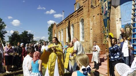 Верхнемамонский Свято-Митрофановский храм отпраздновал престольный праздник