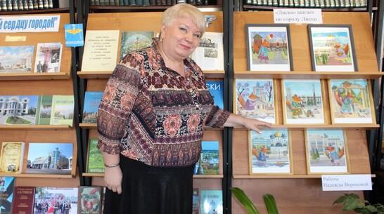 В Лискинской районной библиотеке открыли выставку картин Надежды Вороновой