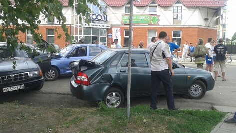 В массовом ДТП под Воронежем пострадали трое детей
