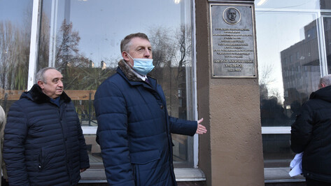 Яркая личность. В ВГТУ открыли мемориальную доску ректору ВИСИ Николаю Ульянову