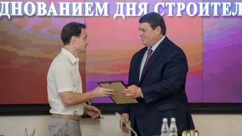 Вице-губернатор Геннадий Макин наградил воронежских строителей