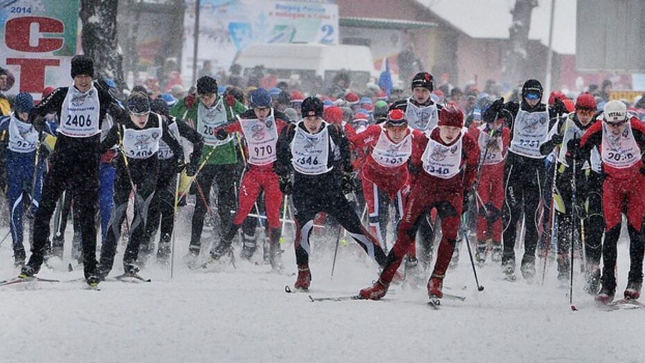 На старт «Лыжни России» вышли 80-летний Иван Лыжов и Полина Тикоцкая, которой всего 2,5 годика