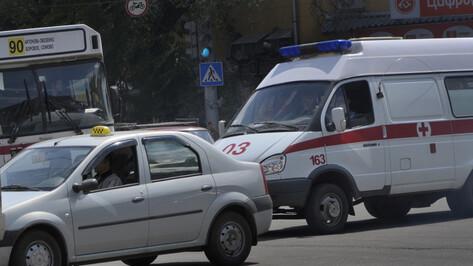 При столкновении «скорой» и Audi в Воронеже пострадала девушка