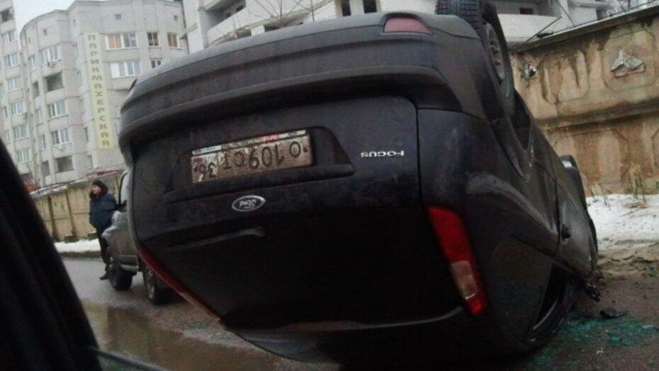 На Московском проспекте перевернулся «Форд Фокус»