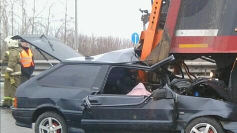 В Воронежской области «ВАЗ» врезался в Volvo: водитель погиб