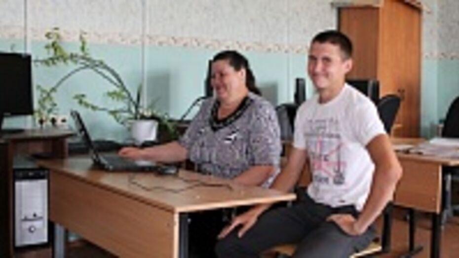 В Хохольском селе школьник научил пенсионерку пользоваться «Одноклассниками»
