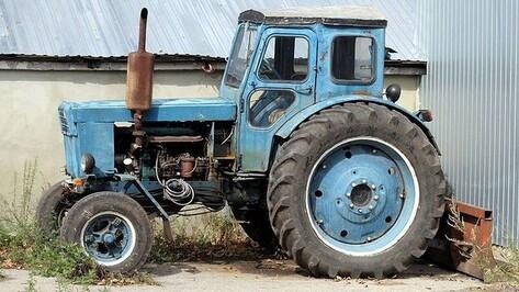 Хохольские полицейские нашли мошенника, укравшего у местного жителя трактор