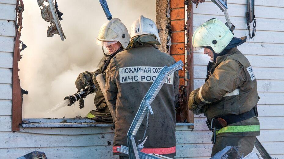 В Аннинском районе сгорел жилой дом