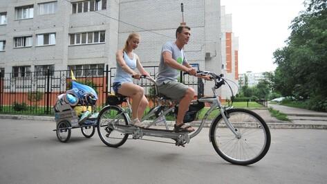 Проехавшие тысячу километров на велотандеме петербуржцы сделали остановку в Воронеже