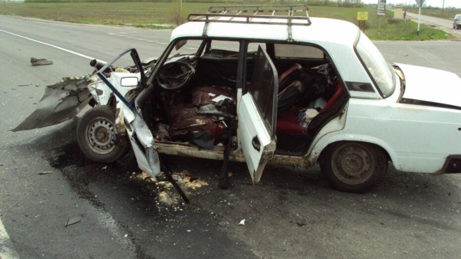 В Воронежской области в ДТП с «ВАЗом» и «Нивой» пострадали 3 человека