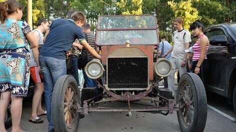 Участники трансконтинентального ралли «Пекин - Париж» на ретро-автомобилях проехали через Воронеж
