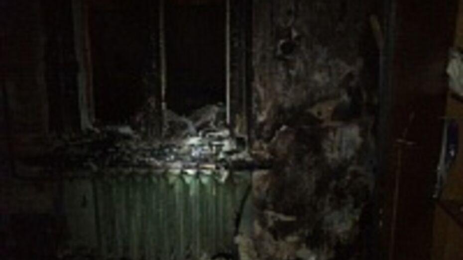 При пожаре из аварийного дома на улице 9 Января в Воронеже эвакуировали более 30 жильцов