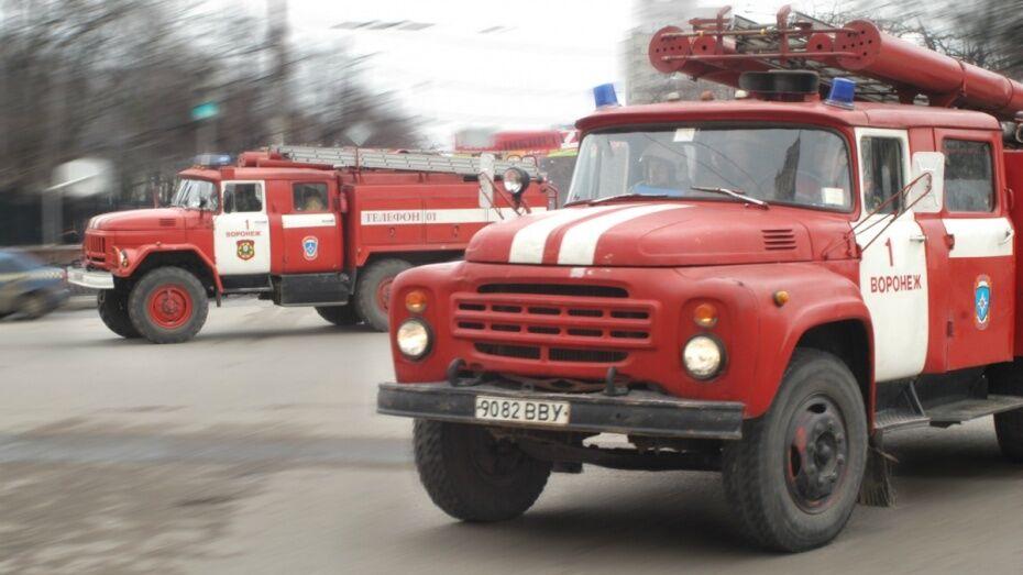 В Воронеже ранним утром загорелся автобус