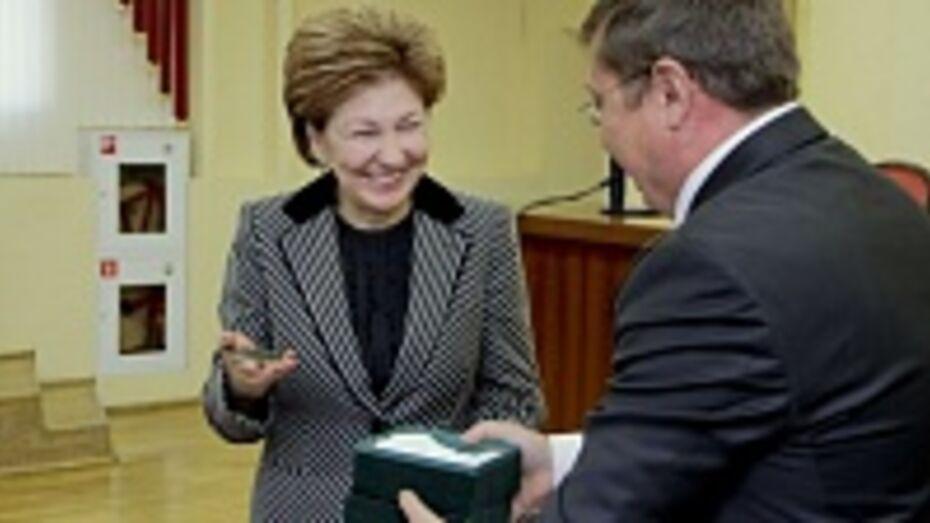 Депутат Госдумы Галина Карелова получила медаль за вклад в развитие высшей школы региона