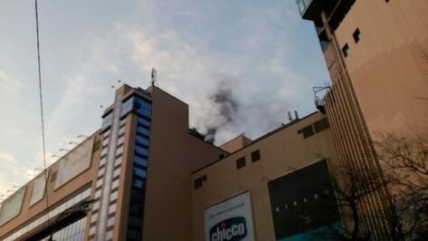 Воронежцы сообщили о пожаре в торговом центре «Галерея Чижова»