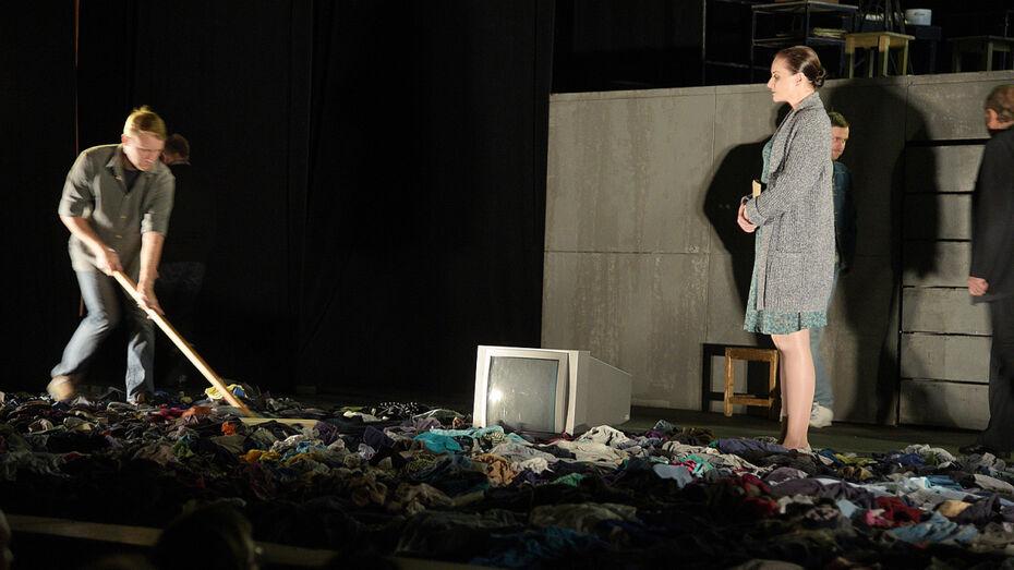 Десятый воронежский Платоновфест открылся спектаклем «Время секонд хэнд»
