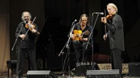 В Воронеже индийские и цыганские музыканты приручили скрипку и «расширили сознание»