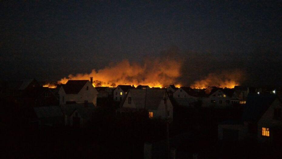 Под Воронежем пожарные потушили заливное поле в Новой Усмани