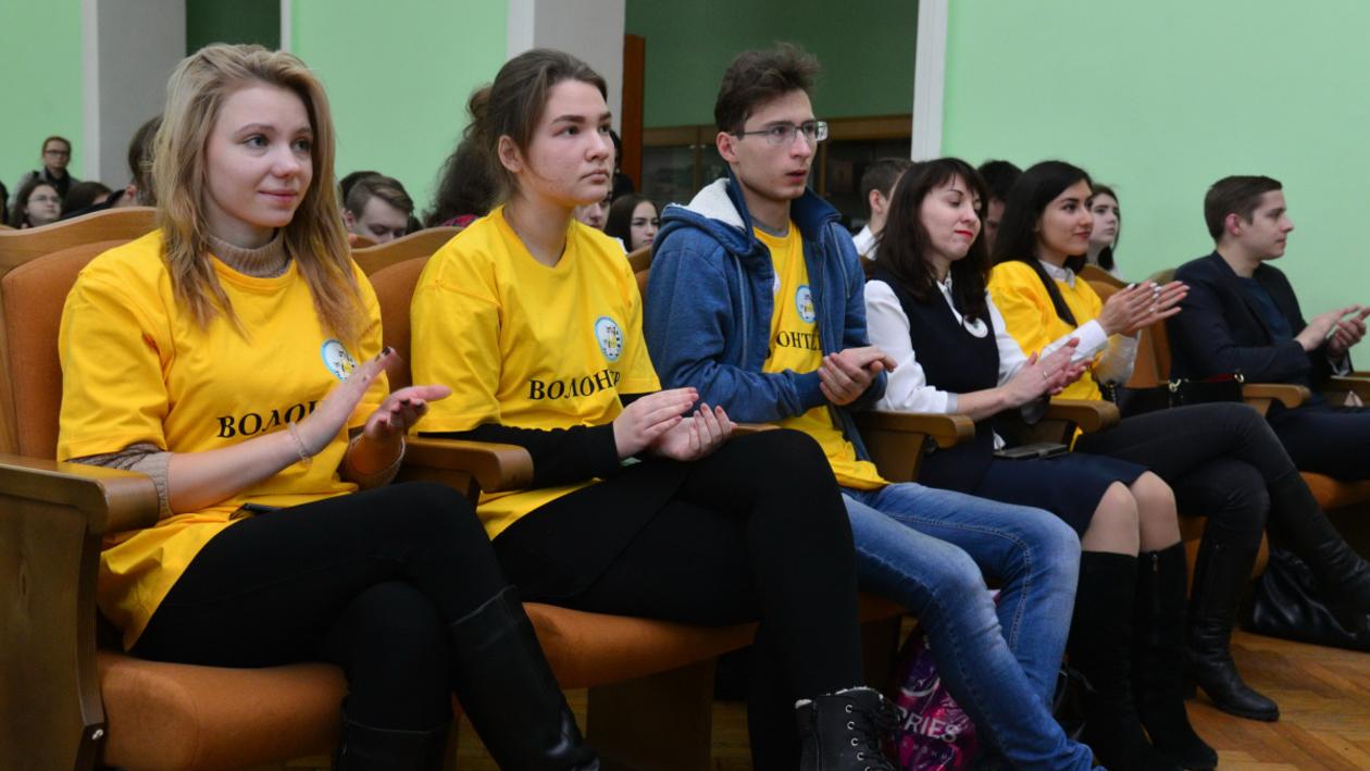 «Я завязала!». Как воронежские волонтеры помогают подросткам бросить курить