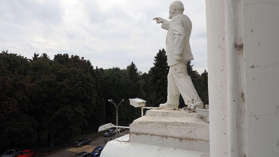 Ильич останется на фронтоне воронежского вуза