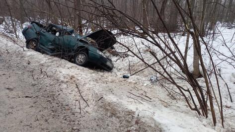 В Воронежском заповеднике «десятка» влетела в дерево: водитель погиб