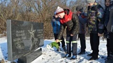 В Семилуках почтили память неизвестного солдата