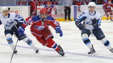 Хоккейная «Россошь» победила «СКА-Варягов»