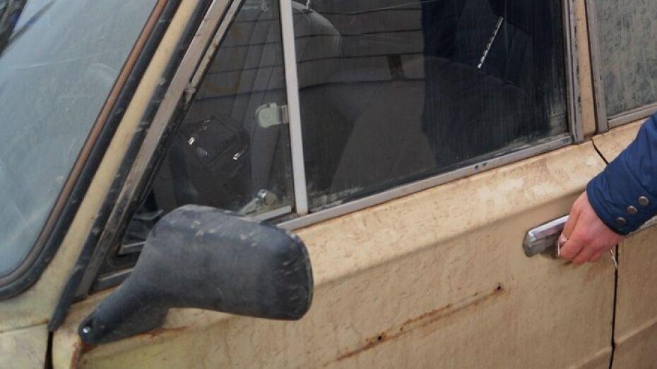 Ограбление автомобиля в Воронеже попало на видео