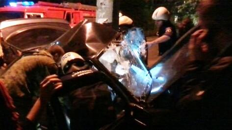В Воронеже 16-летний парень за рулем иномарки врезался в столб и погиб