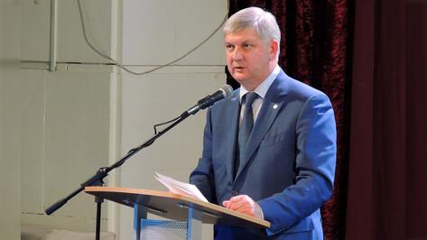Губернатор Воронежской области пообещал повысить зарплату сельским чиновникам в июле