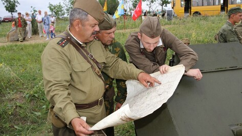 Богучарцы реконструировали последний бой 8-й роты на подступах к донской переправе