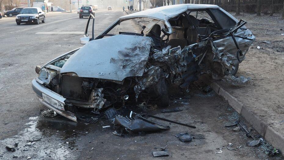 В Воронеже водитель «ВАЗа» погиб в ДТП с внедорожником