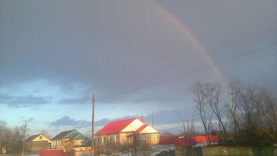 Жители Терновского района увидели радугу в разгар зимы
