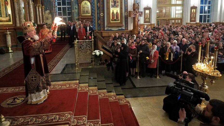 Фото РИА «Воронеж». Пасхальное богослужение в Благовещенском соборе