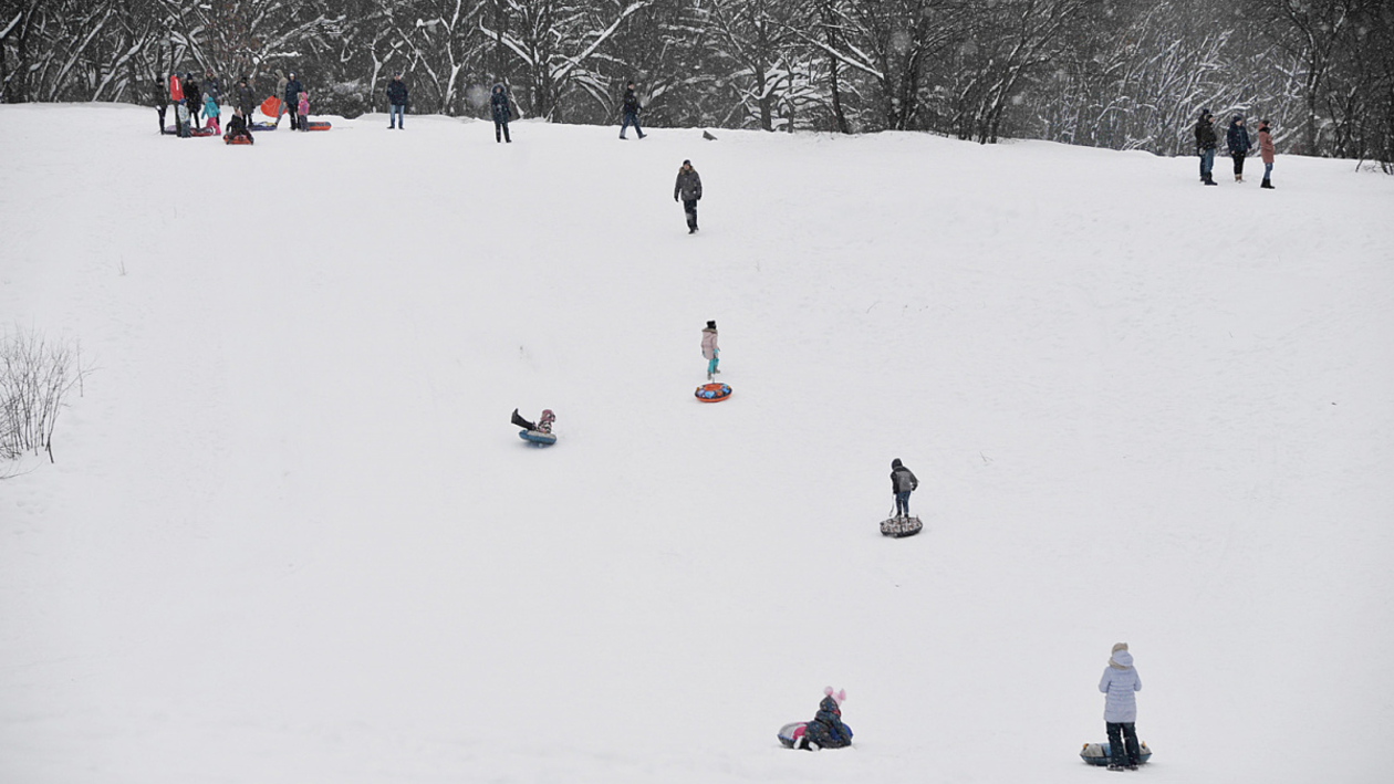 «Страшно, аж жуть!» Как воронежцы рискуют, катаясь на тюбингах в Центральном парке