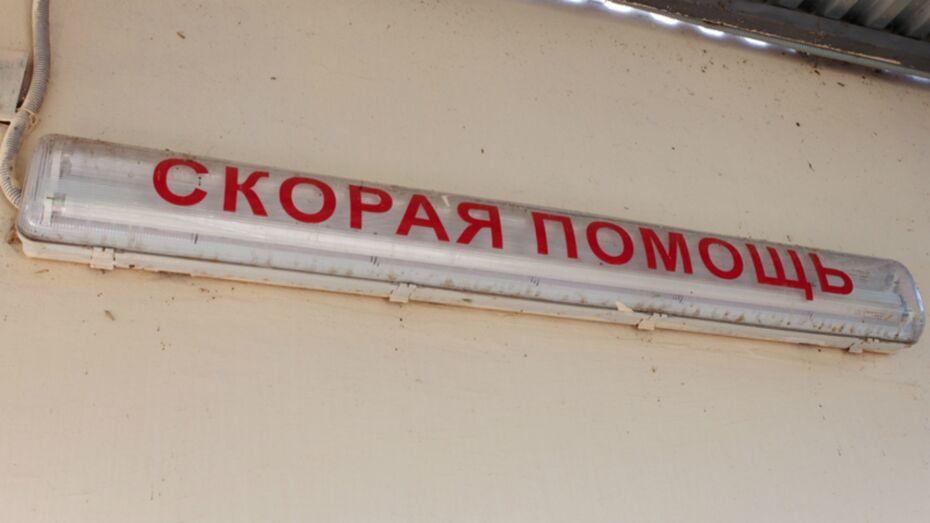 Пытавшийся публично покончить с собой мужчина умер в больнице в Воронежской области