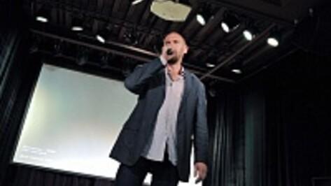 Поэт Андрей Родионов в Воронеже прочел стихи о Майдане и Луганске