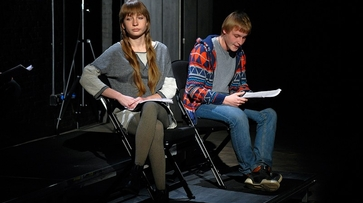 Артисты воронежского Камерного театра прочли со сцены пьесу об отцеубийстве