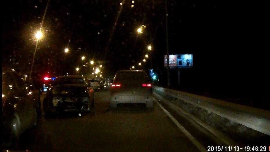 Видео ДТП с 4 машинами на Антонова-Овсеенко в Воронеже попало в сеть