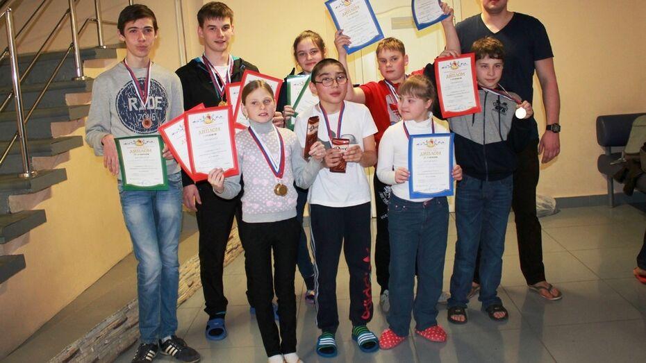 Хохольские пловцы завоевали на областных соревнованиях 13 медалей