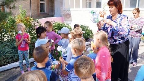 Акцию «Белый цветок» в Верхнемамонском районе начали дошкольники и первоклассники