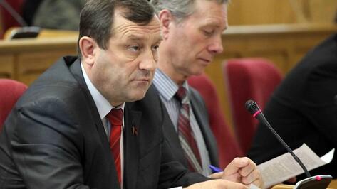 Коммунисты облдумы считают, что у губернатора на контроле все – от коров до футбола