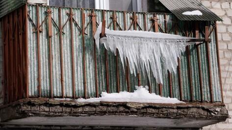 Воронежский губернатор потребовал очистить крыши от сосулек