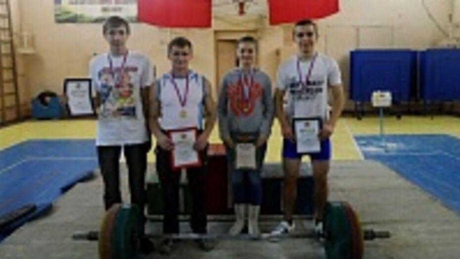 Верхнемамонские спортсмены стали победителями Кубка Воронежской области по пауэрлифтингу