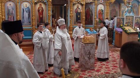 Митрополит Воронежский и Борисоглебский Сергий совершил Божественную литургию в храме Верхнемамонского района